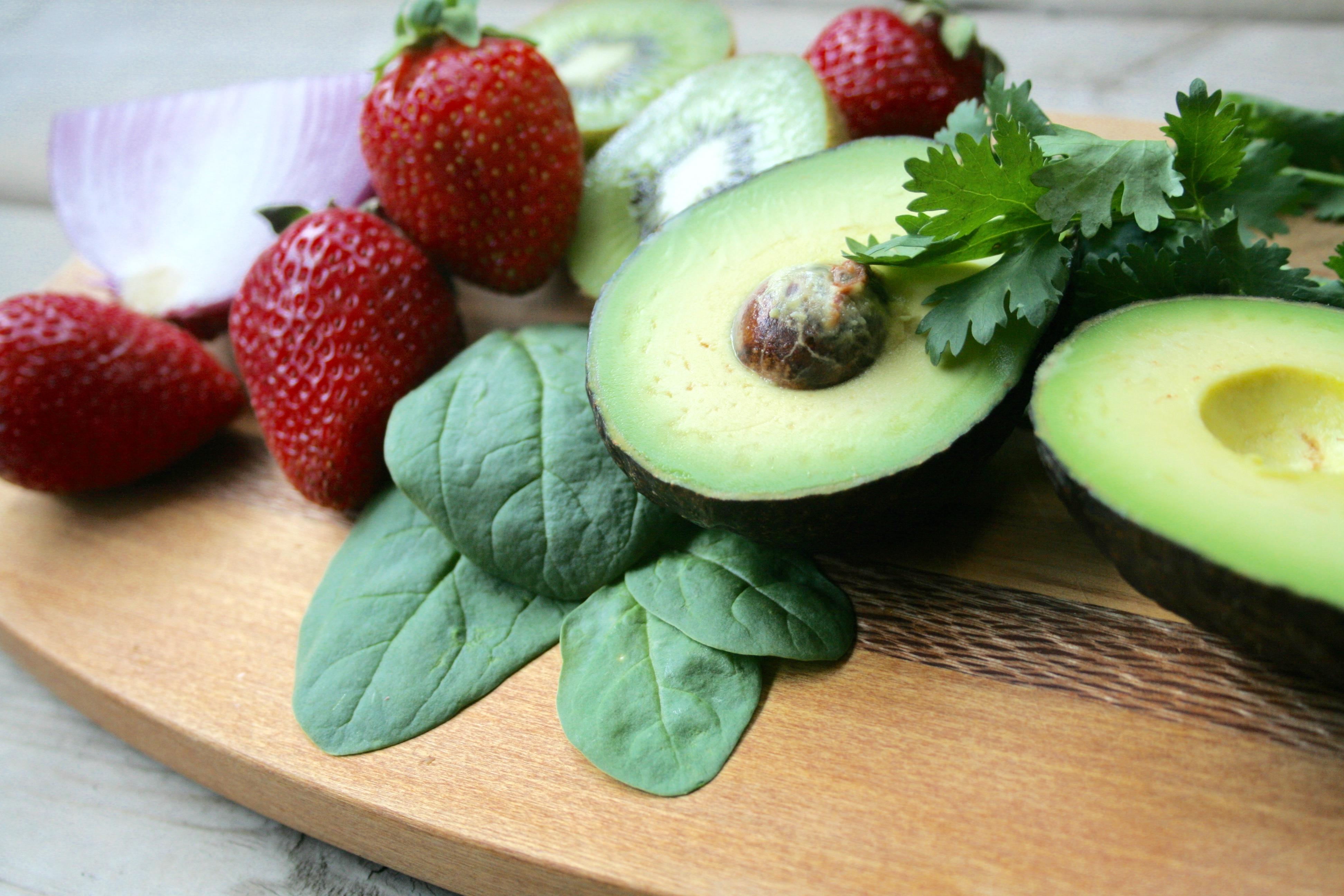 Strawberry Kiwi Avocado Salad with Lemon Poppy Seed ...