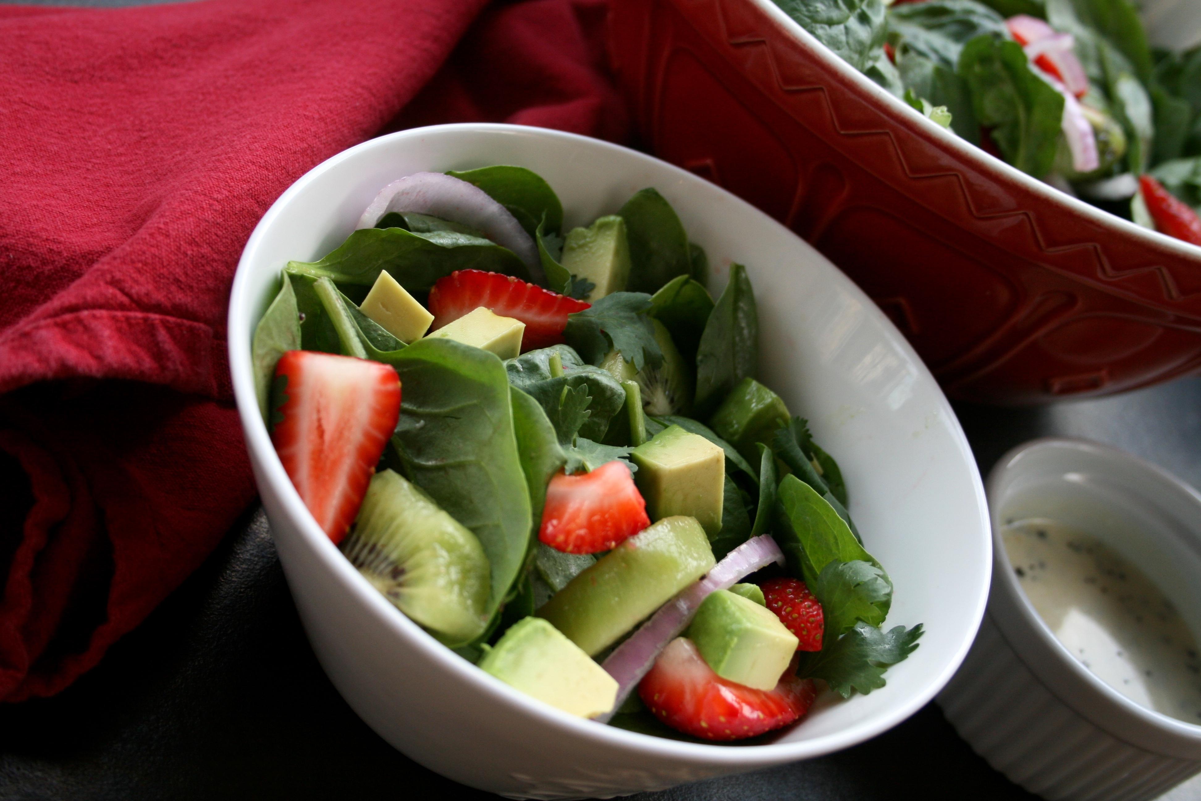 Delicate salad with kiwi fruit